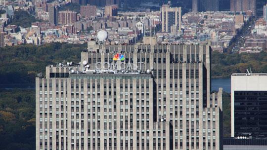 """Das Comcast Building des Rockefeller Centers mit der Aussichtsplattform """"Top Of The Rock"""""""