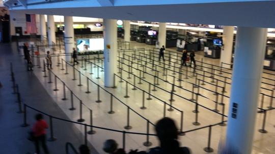 Ankunftshalle am Flughafen JFK. Zum Glück war nichts los.