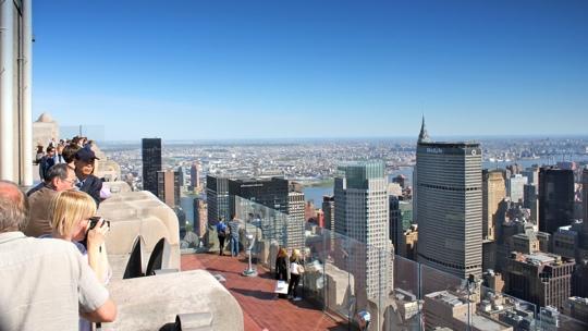Blick vom Reckefeller-Center-Plateau auf die Stadt.